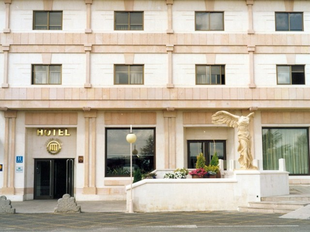 Cover photo of resource de Hotel Cuatro Postes (H***)