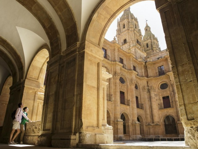 Cover photo of resource - Claustro y Patio de la Universidad Pontificia