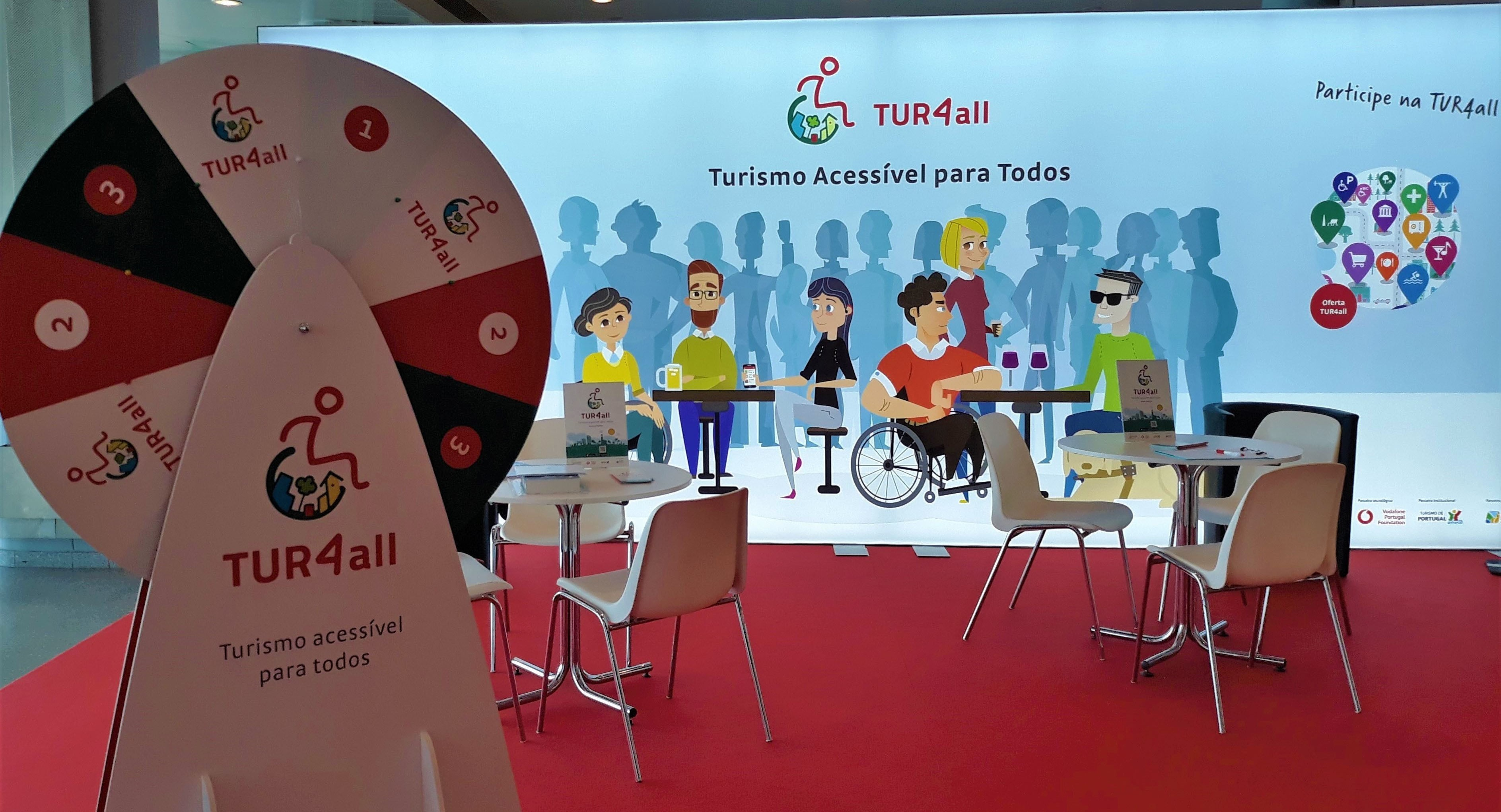 "Photo of the news item de Participa en el juego ""La ruleta de TUR4all"" en nuestro stand de Fitur"