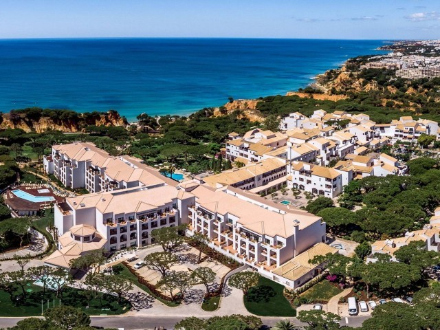 Cover photo of resource de Pine Cliffs Hotel - Luxury Collection Resort