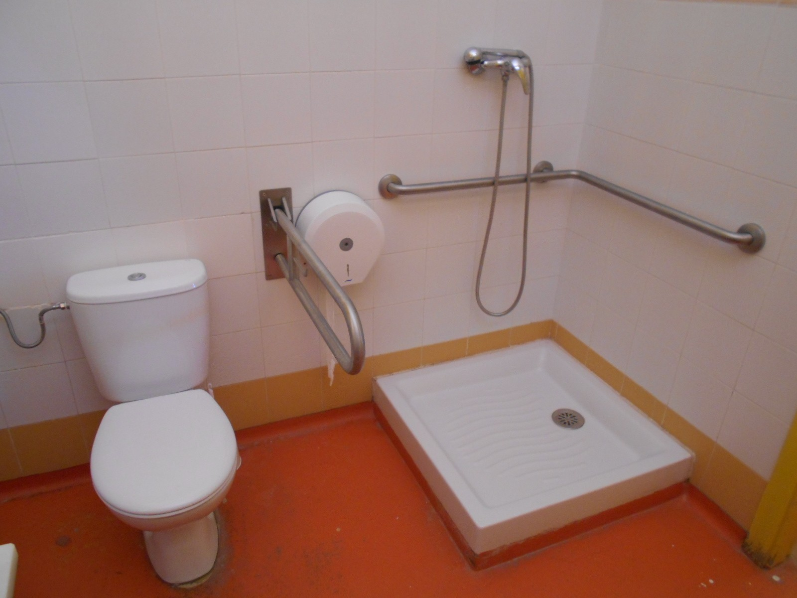 Photo/s of adapted toilet in common area - general information - stand-alone cubicle - characteristics - bathroom - shower