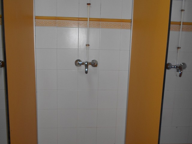Photo/s of 1º changing rooms - general information - adapted shower cubicle - connecting door