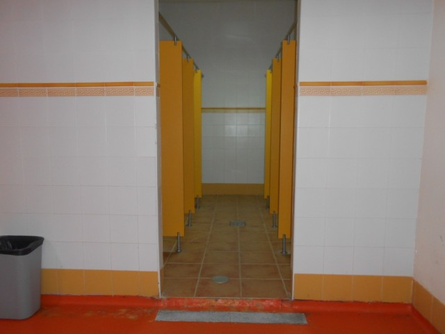 Photo/s of 1º changing rooms - general information - adapted shower cubicle - shower