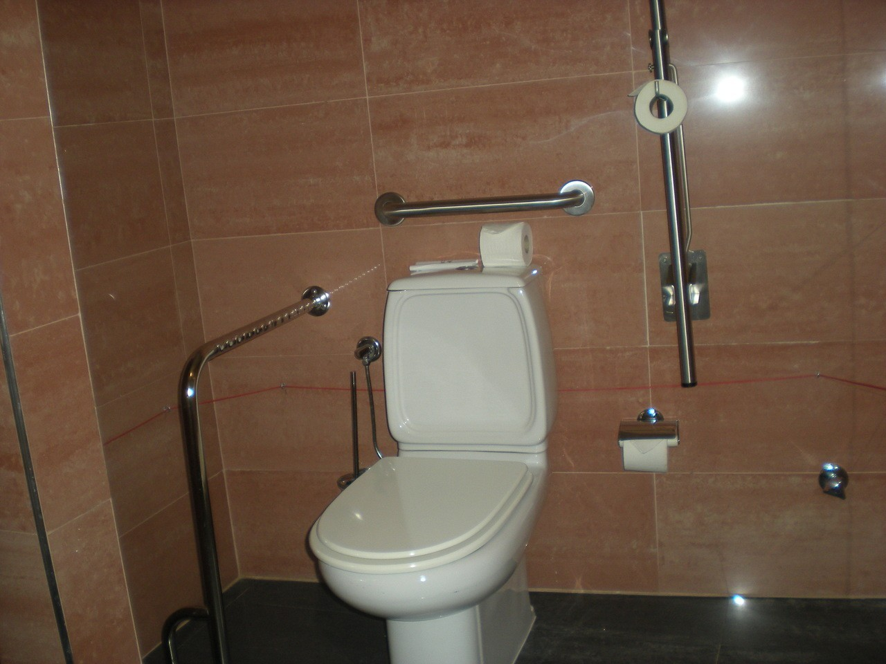Photo/s of 1º adapted room - general information - in room bathroom - toilet accom.