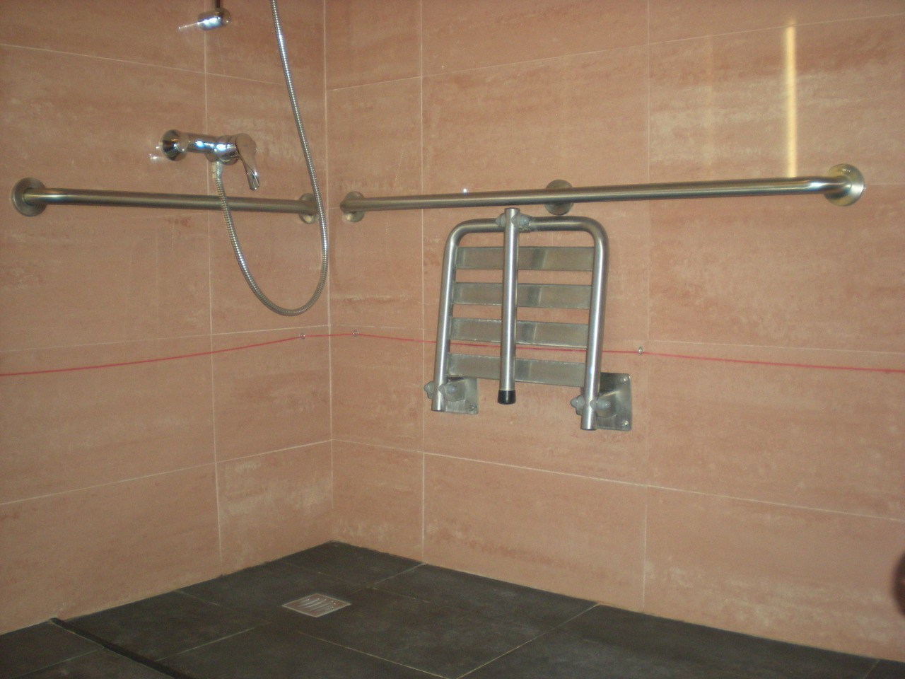Photo/s of 1º adapted room - general information - in room bathroom - bathroom - shower