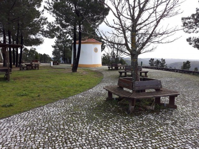 Photo/s of 1º lookout or observation points - furniture - bench