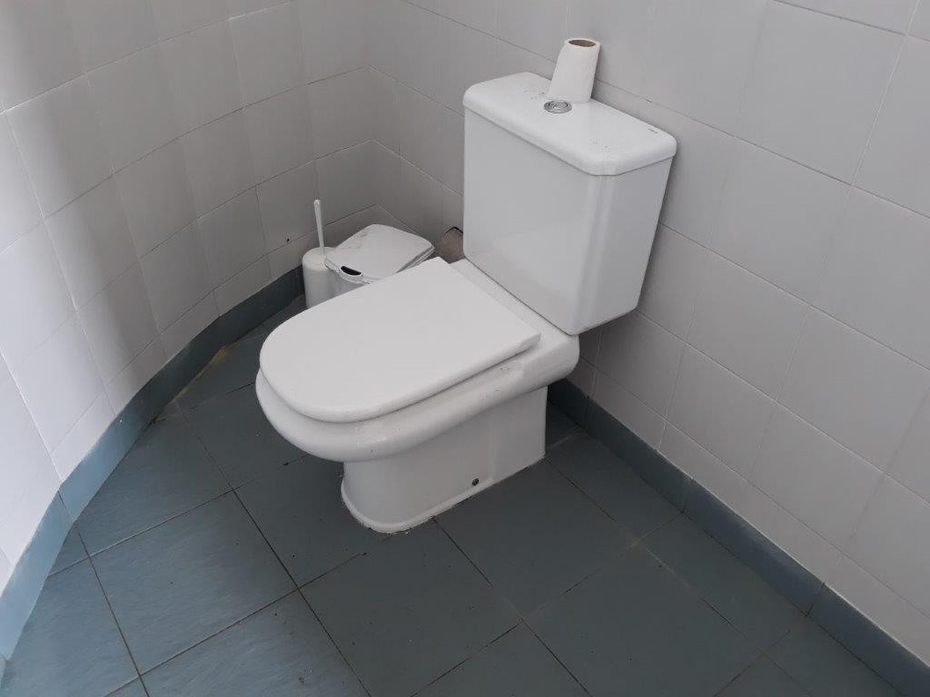 Photo/s of 1º adapted toilet in common area