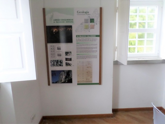 Photo/s of 2º exhibition room - written supports and information in braille