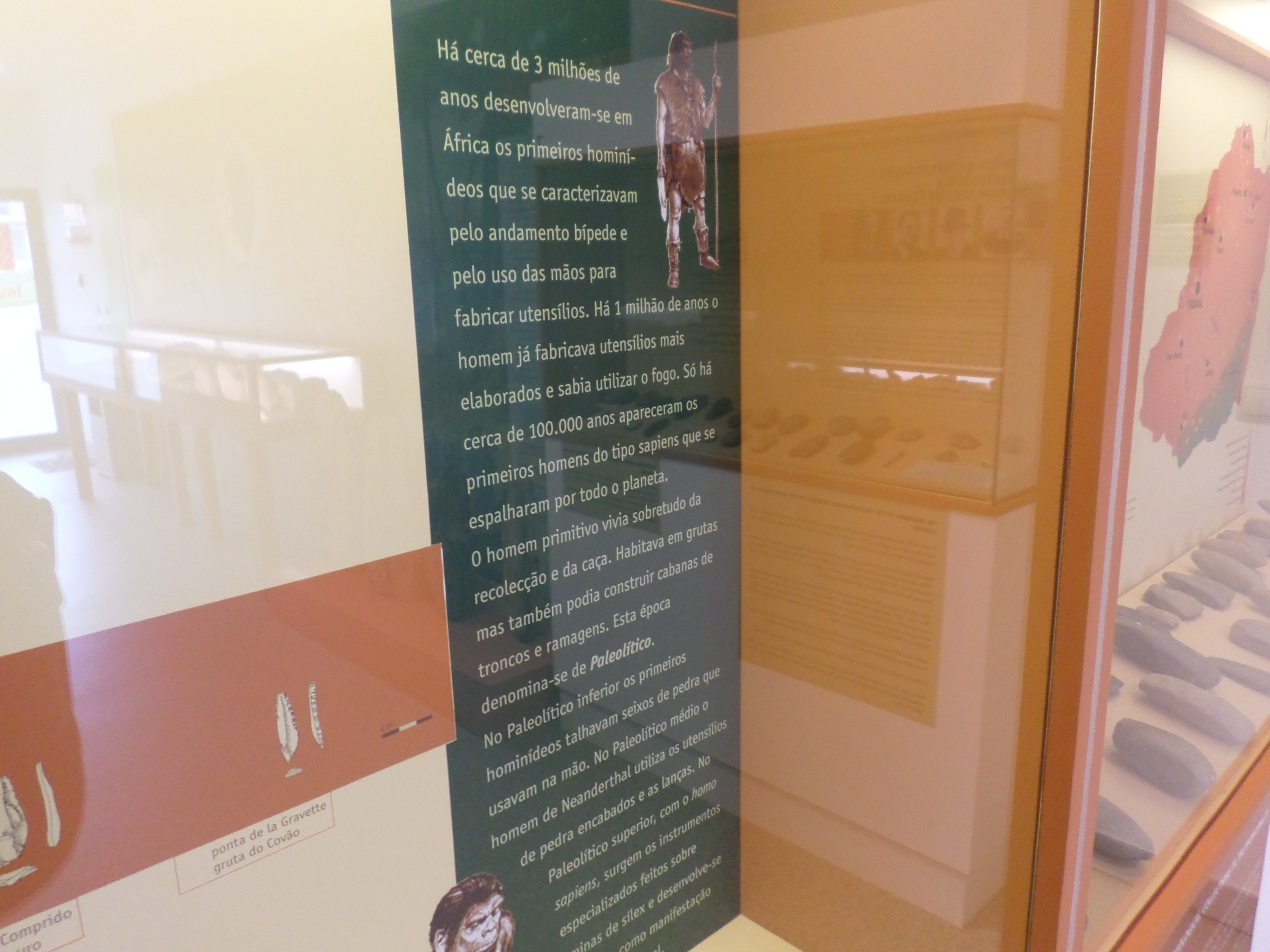 Photo/s of 1º exhibition room - written supports and information in braille